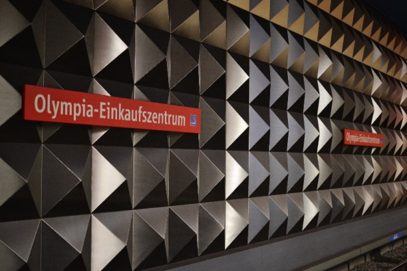 Fototour entlang der Münchner U3: Stahlwand am Olympia-Einkaufszentrum