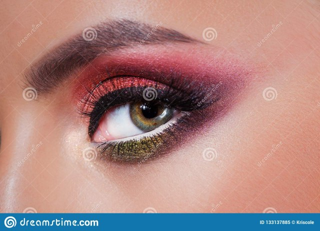Amazing Eye Makeup Amazing Bright Eye Makeup In Luxurious Scarlet Shades Pink And Blue