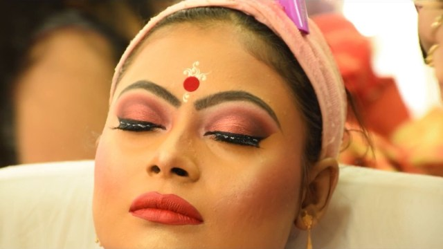 Bengali Eye Makeup Bengali Bridal Makeup Making Video Mua Tania Sarkar Paul Youtube