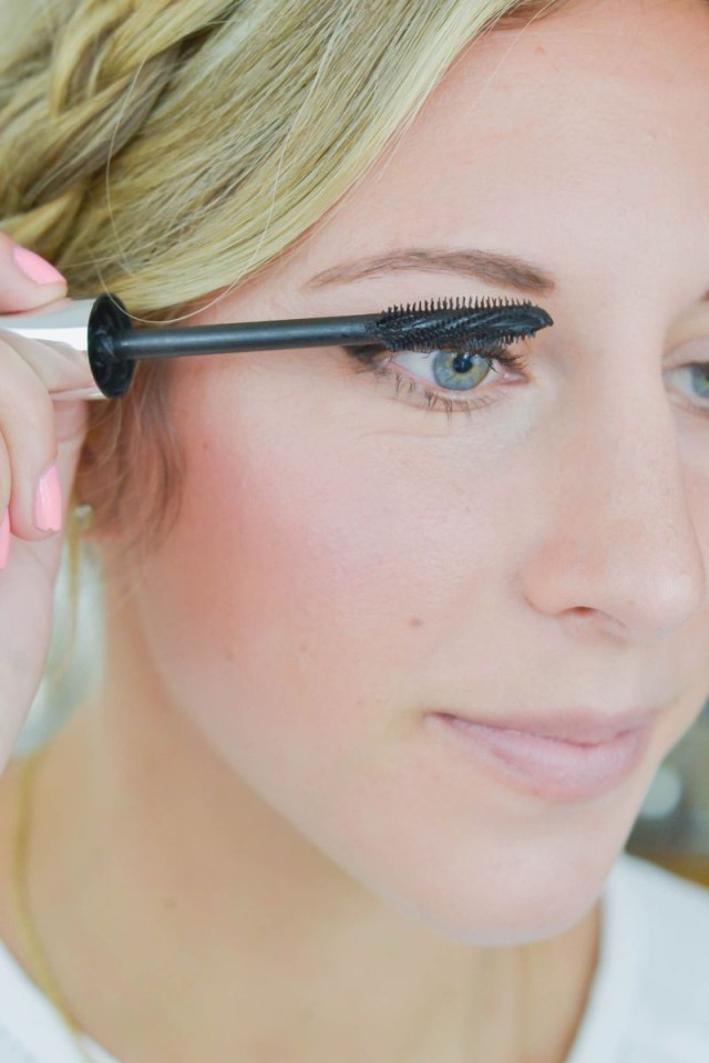 How Do You Do Cat Eye Makeup 6 Steps To The Perfect Cat Eye The Everygirl