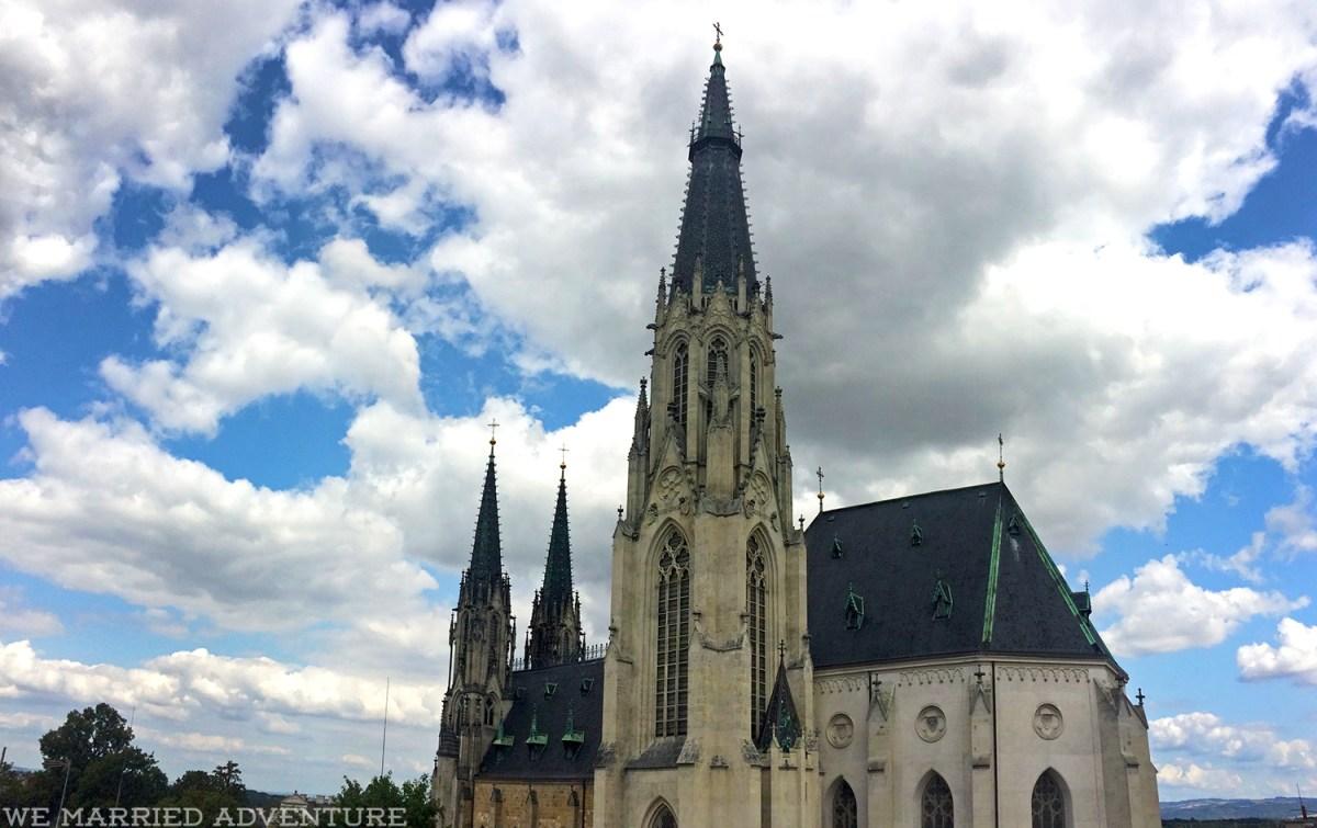 Saint_Wenceslas_Cathedral01_wm