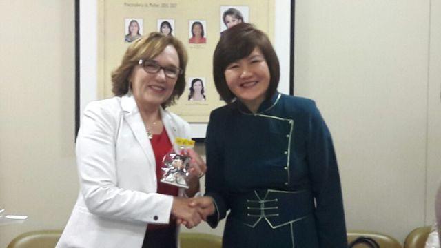 Zenaide Maia e a embaixadora da Mongólia