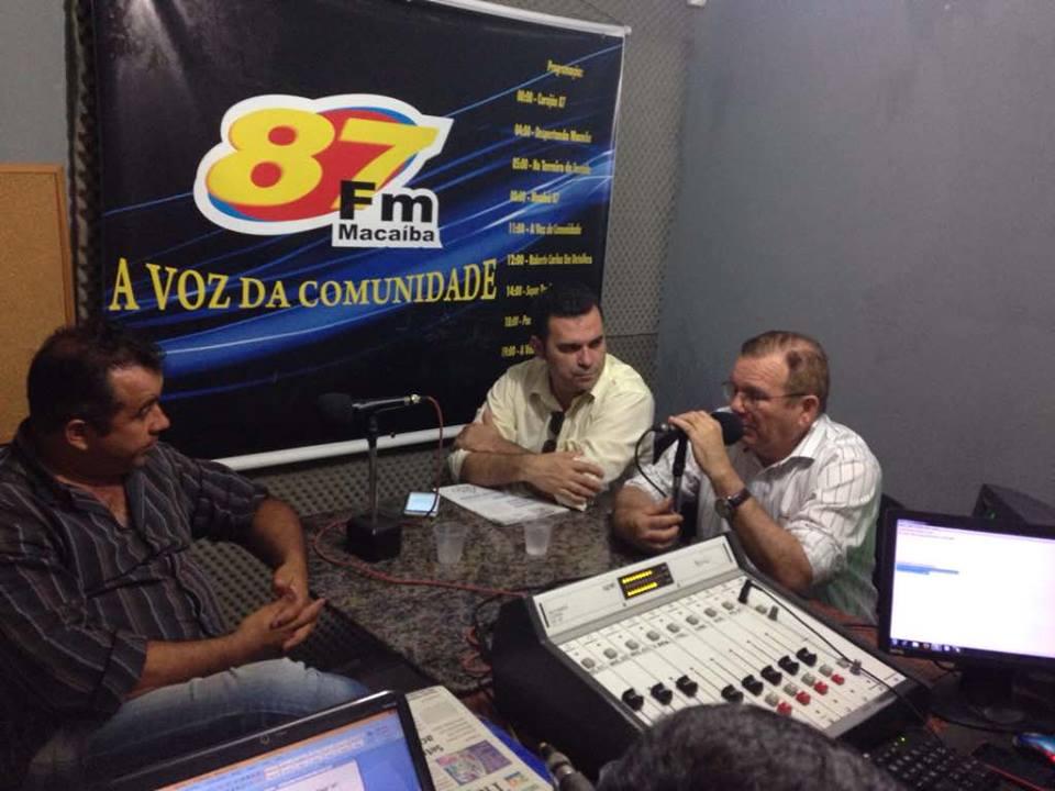 Em Macaíba, Jaime Calado concede entrevista na FM comunitária