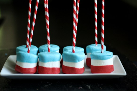 group-4th-july-marshmallow-pop-white-plate