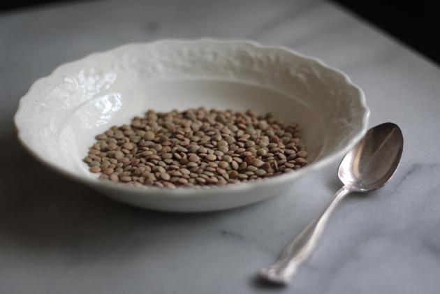 lentils-dry-in-bowl