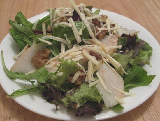 spring-mix-salad-with-candied-walnuts-and-pear-apples