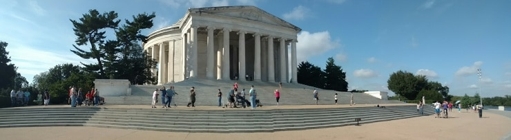 Veterans Avert Disaster at Jefferson Memorial