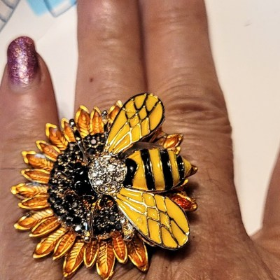 Sunflower ring with bee