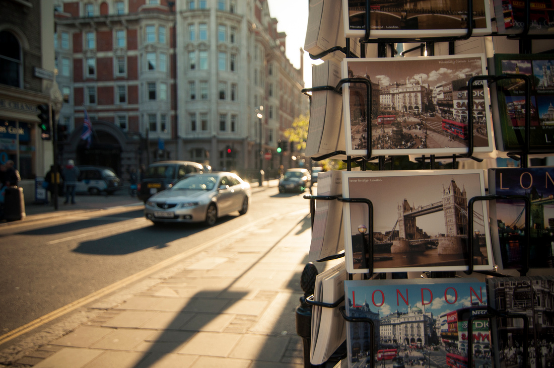 Wendy Ng Photography: Cityscape &emdash; Postcard Stand