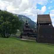 Der Glockenturm steht nebenan.
