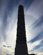 Monolith 17m hoch.