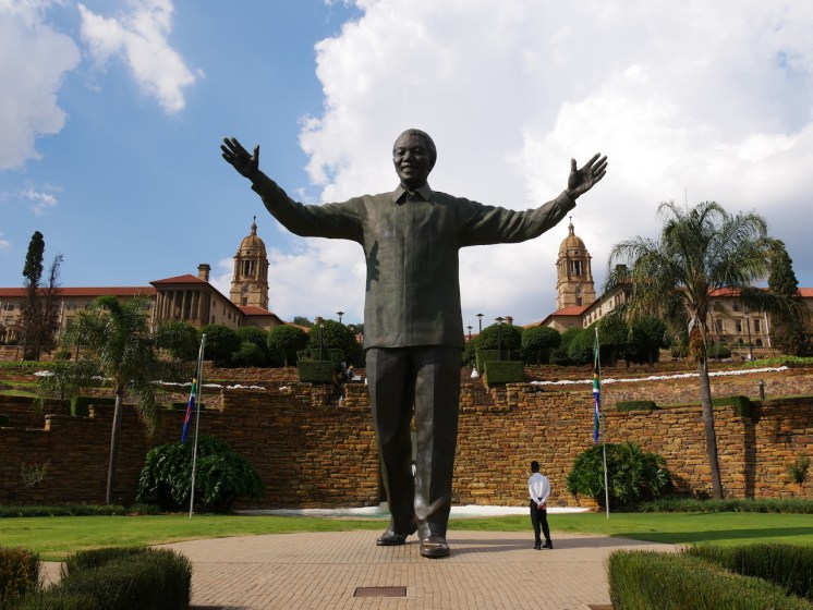 Neun Meter hohe Statue des Nationalhelden Nelson Mandela.