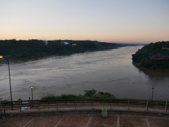 Links Paraguay - rechts Brasilien.