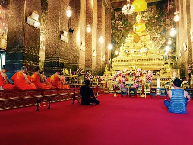 Buddhistische Mönche beim Beten