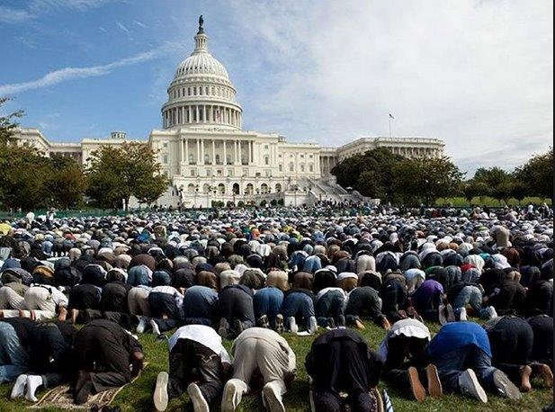 muslims pray before the white house