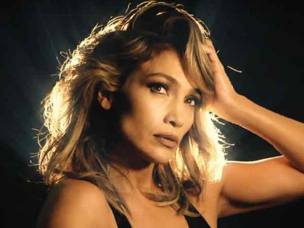"""Jennifer Lopez's natural look impressed on social media """"Morning Face"""""""