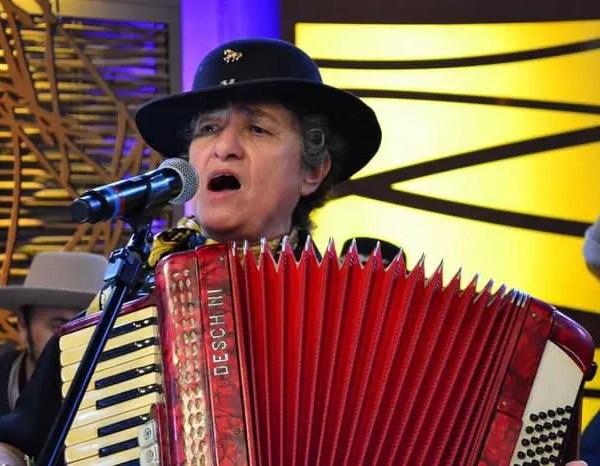 Singer Berenice Azambuja Dies At 69
