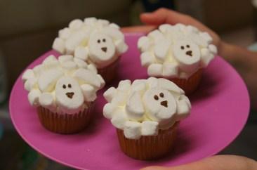 baking-animal-cupcakes