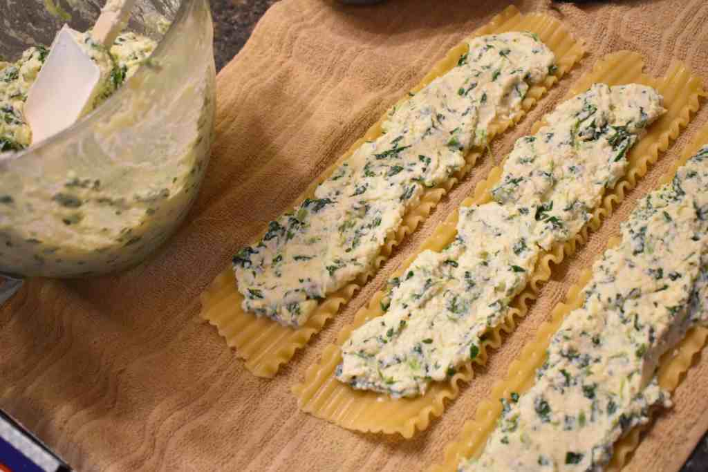 Cheesy spinach lasagna roll ups