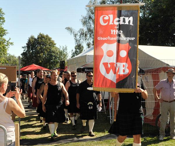 Clans melden für die Highland Games