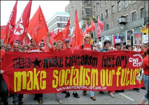 Compañeros del CIT protestando contra reunión de G8