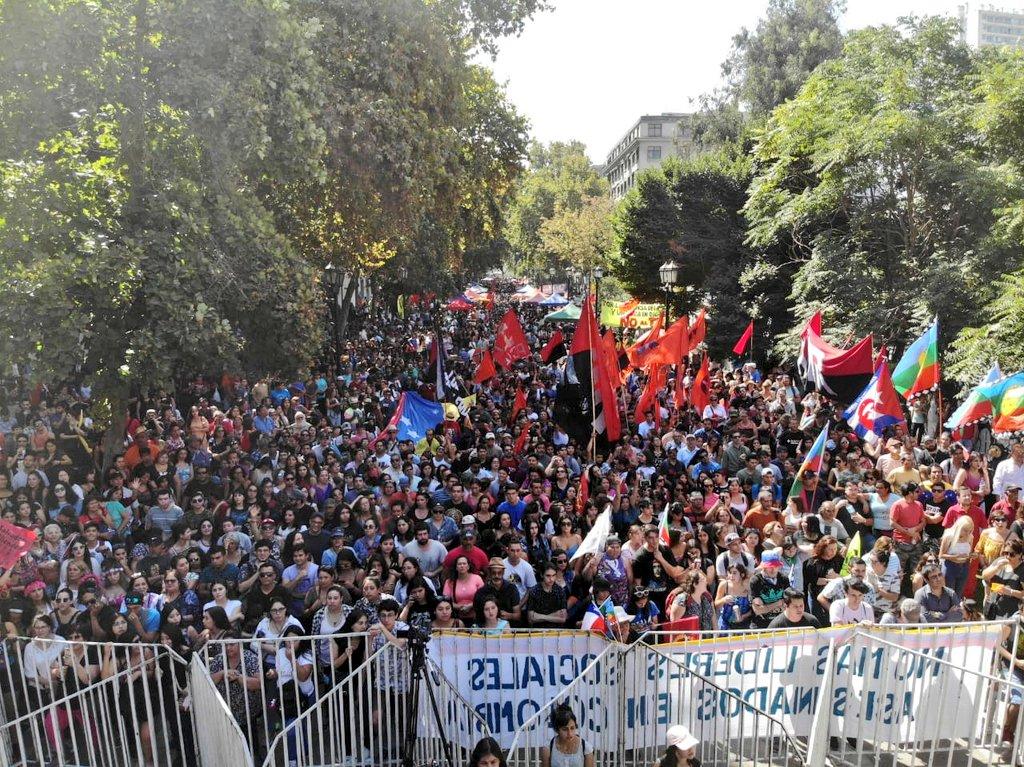 40 mil personas asistieron en Santiago de Chile al Concierto por la Paz y contra la agresión imperialista a Venezuela. Amplio rechazo a política de Piñera contra Venezuela.