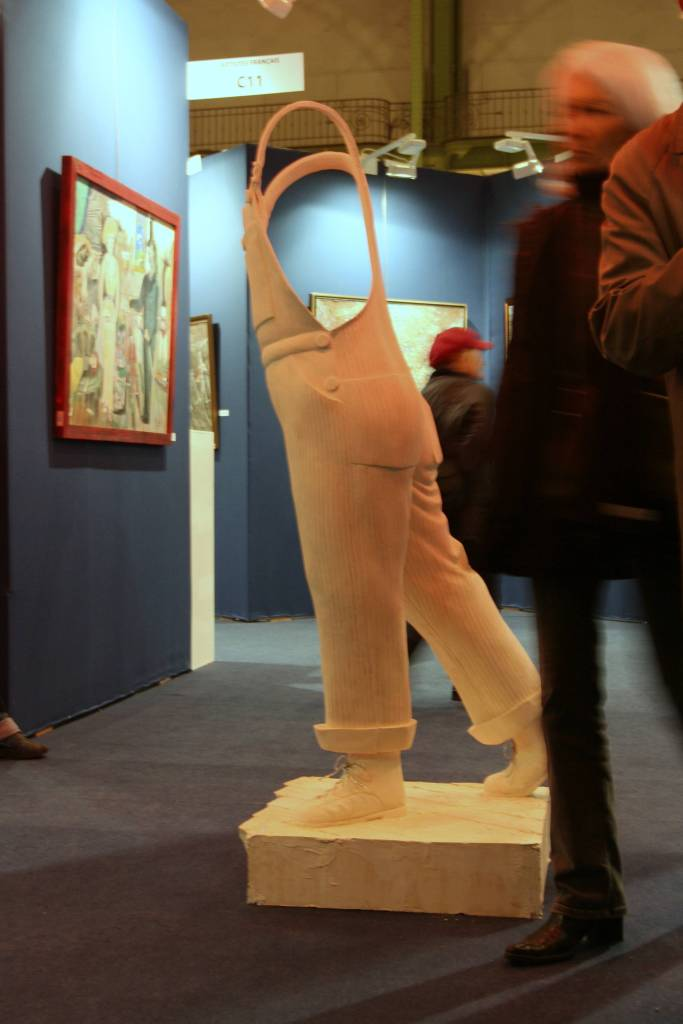 Photo de la sculpture originale en plâtre, A Coluche, de Guillaume Werle, lors du Salon des Artistes Français, Art en Capital 2009