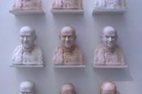 Installation de neuf portraits de de Funès. Cette ensemble de portrait de taille identique reprend un certain nombre des grimaces et expressions de Louis de Funès, l'homme au cent visages