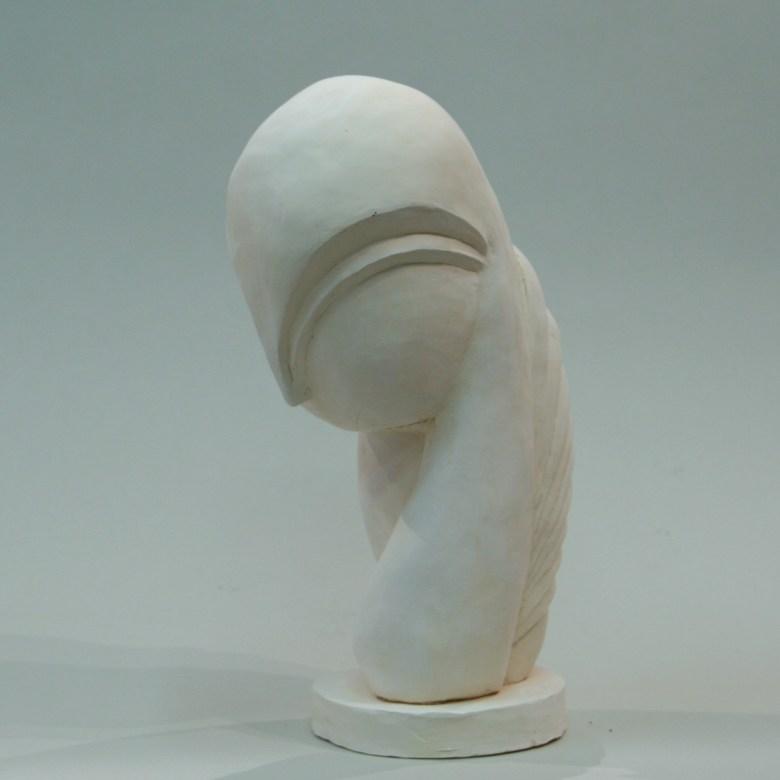 sculpture en terre cuite réalisée par une élève du cours de sculpture enfants, il s'agit d'une copie de la sculpture de Brancusi, Mademoiselle Pogani 3