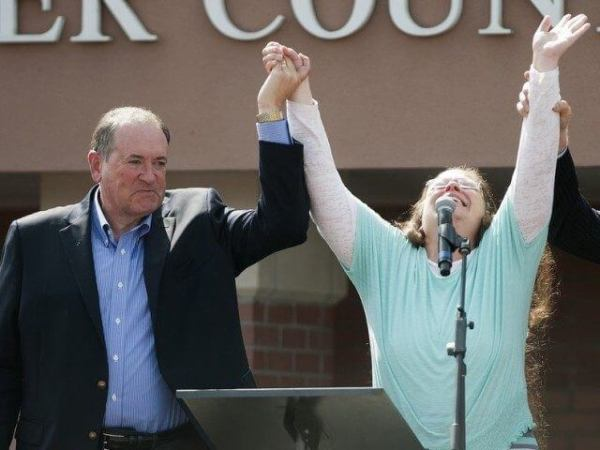 Mike-Huckabee-and-Kim-Davis-Ty-Wright-Getty-640x480