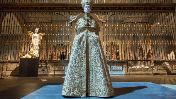 Heavenly Bodies: Fashion and the Catholic Imagination 76