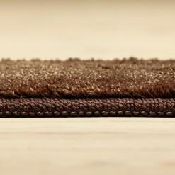 brunt tæppe fra WeRug med kant