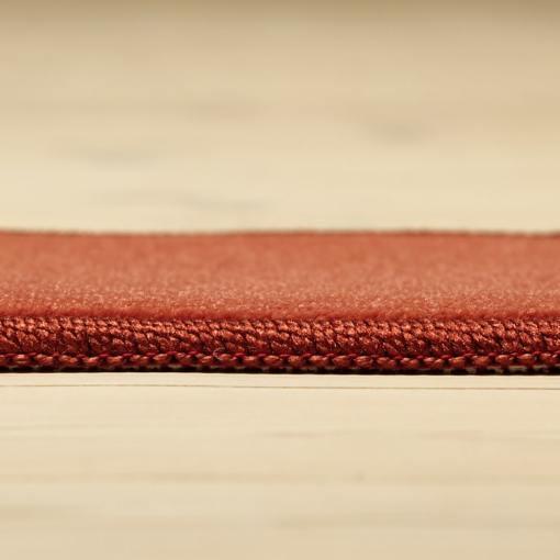 rødt tæppe med kant fra WeRug