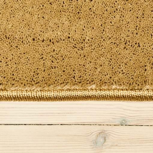kamelfarvet tæppe fra WeRug med kant