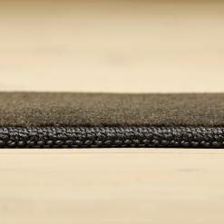 stålfarvet tæppe med kant fra WeRug