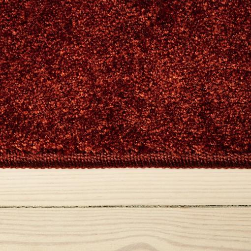 Rødt og blødt tæppe fra WeRug i farven terracotta