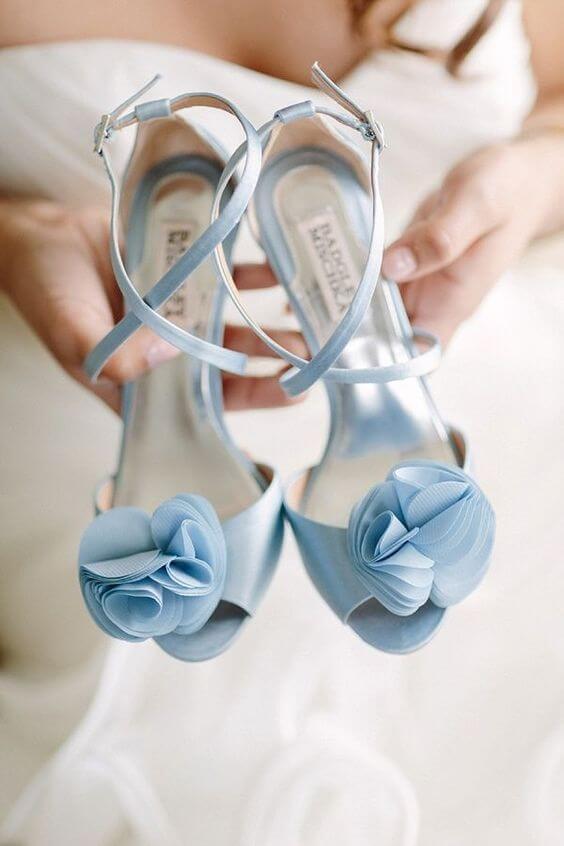 Błękitny kolor przewodni ślubu i wesela