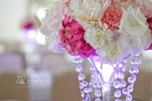 podświetlane wazony na ślubie