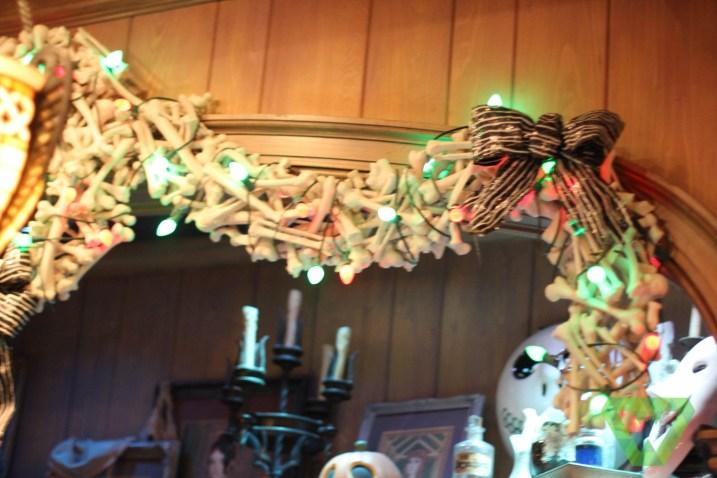 Haunted Mansion Christmas (18)