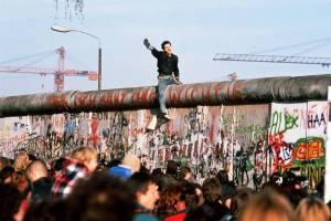 ss-091102-berlin-wall-22_ss_full