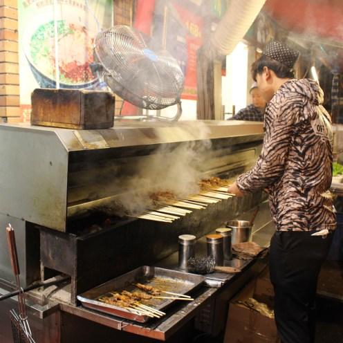 Grilling Lamb Skewers/烤羊肉串儿