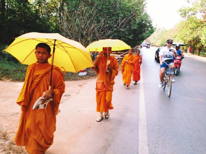 jakbym to ja był na tamtym rowerze, na którym siedzi Michał, to byłoby to moje ulubione zdjęcie mnie na rowerze! Tutaj: z Michałem w stronę Angkor Wat