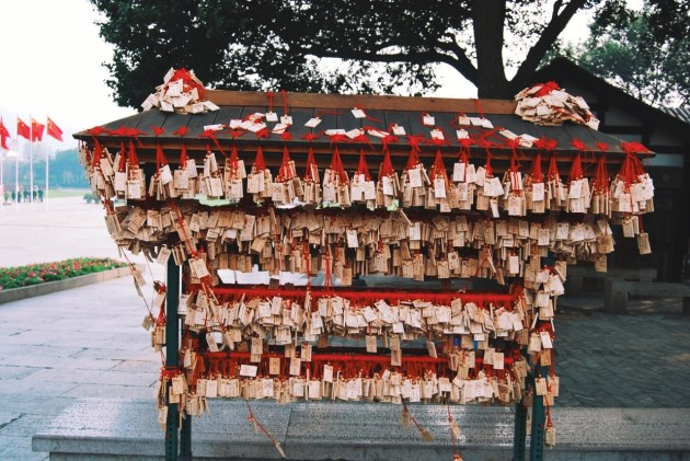 tabliczki wotywne przy Buddzie Płodności