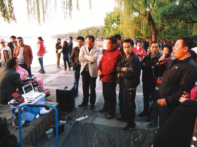 życie nad Jeziorem Zachodnim: karaoke podczas którego śpiewałem Tian Mi Mi
