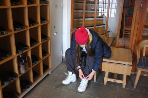 nowa rutyna - zdejmowanie butów