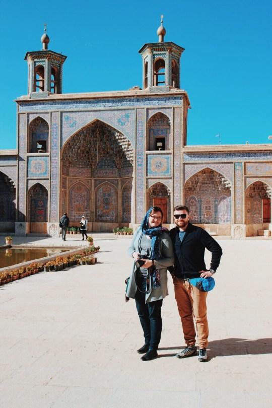 Różowy meczet w Sziraz, dziedziniec