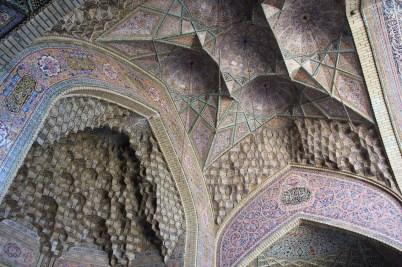 Różowy meczet w Sziraz, zdobienia