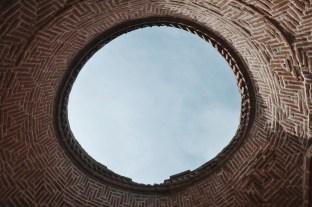 w środku zabudować służących do ugoszczenia żałobników | fot. Magdalena Garbacz - Wesołowska