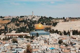 Widok na Kopułę na Skale z wieży Kościoła Zbawiciela