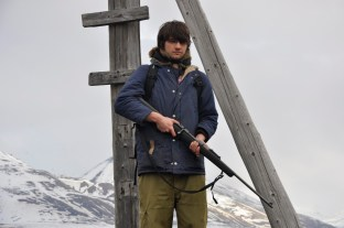Bartek ze swoją bronią